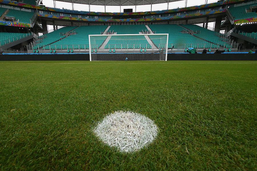 海外サッカーでPKを蹴った選手がそのままバック宙を決める破天荒なゴラッソが炸裂【写真:Getty Images】