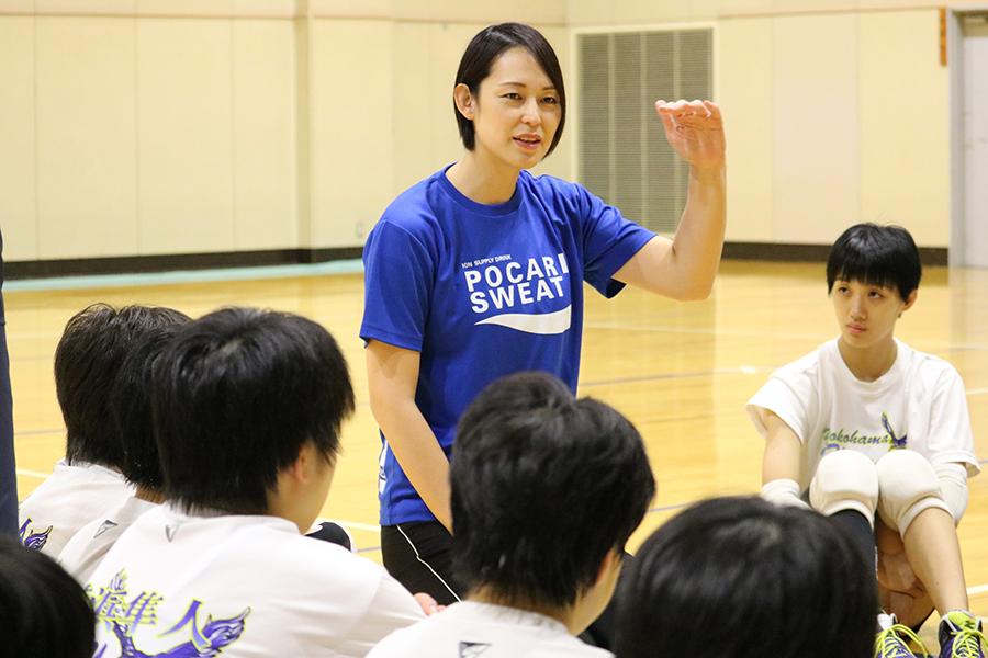 引退後、全国の子供たちにバレーの指導をしている大山加奈さん【写真:編集部】