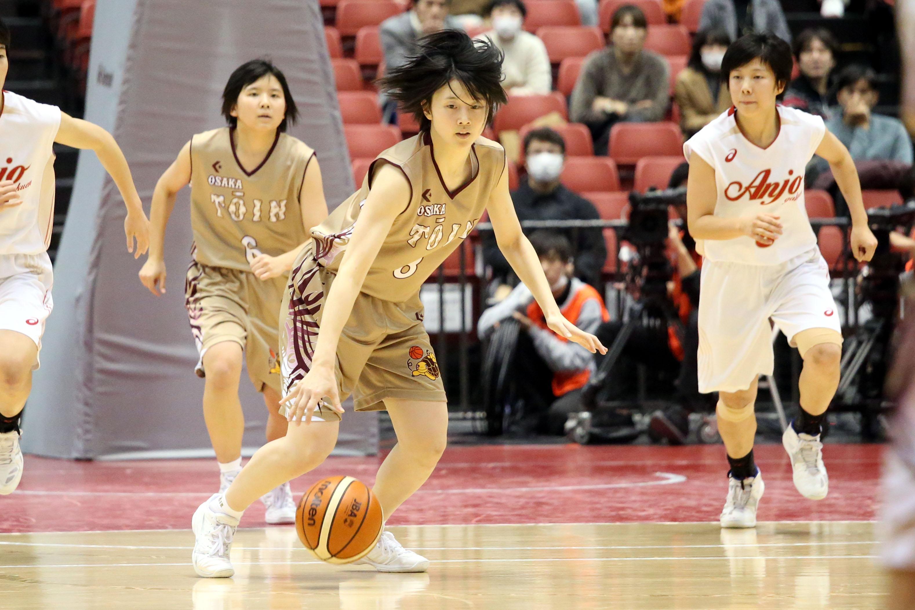 体を張ったリバウンドで勝利に貢献した娘・永井唯菜【写真:平野貴也】