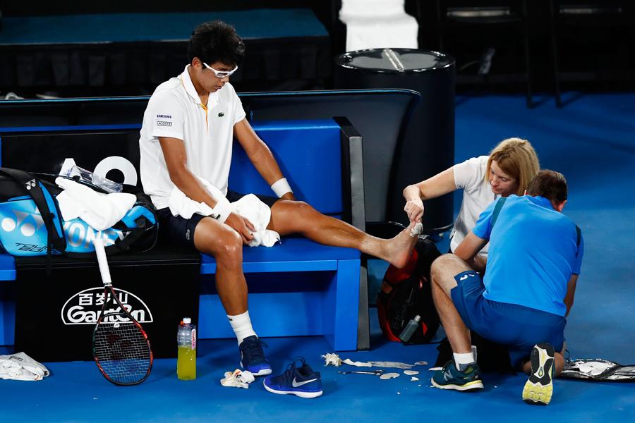 全豪オープンではチョン・ヒョンも左足裏のマメが悪化し、途中棄権した【写真:Getty Images】
