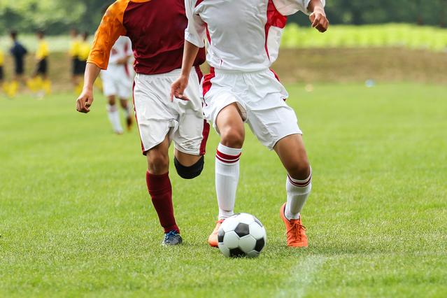 サッカー界では足の甲の部分の骨折が頻発している【写真:photolibrary】