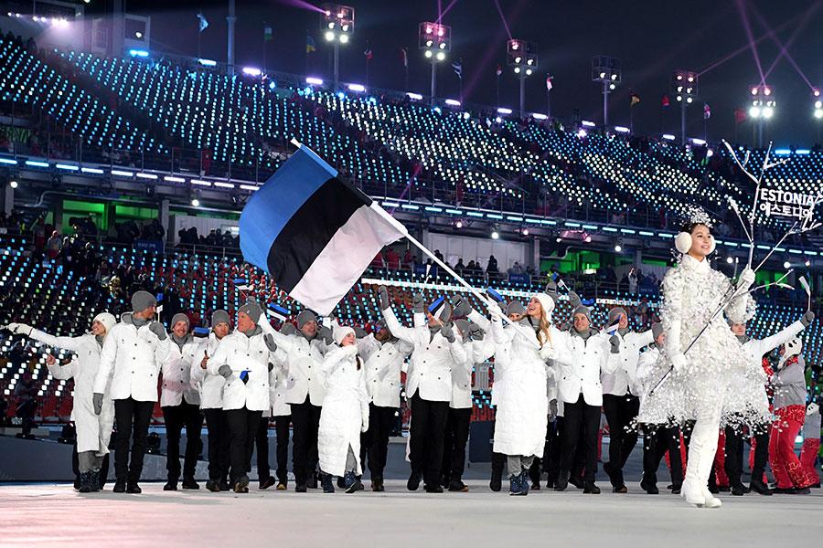 エストニアの旗手を務めたサスキア・アルサル【写真:Getty Images】