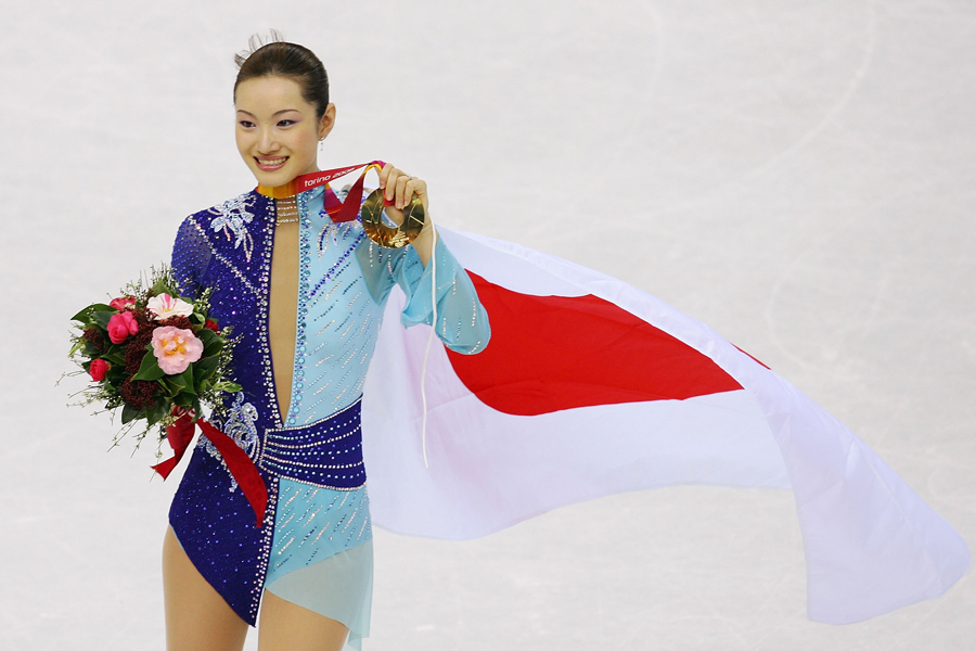 トリノ大会で金メダルの荒川静香【写真:Getty Images】