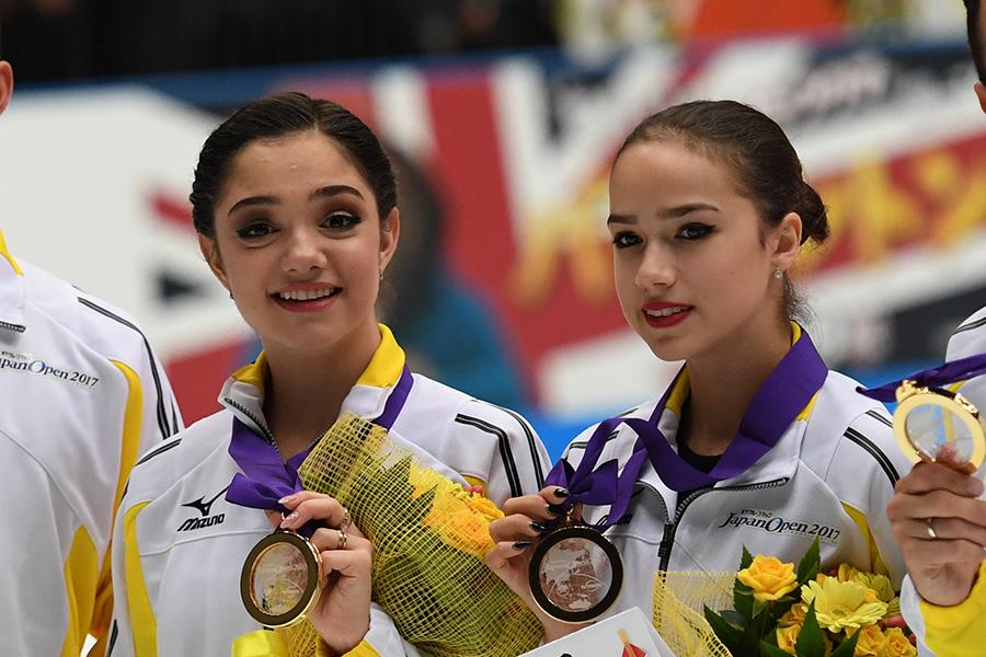 エフゲニア・メドベージェワ、アリーナ・ザギトワ【写真:Getty Images】