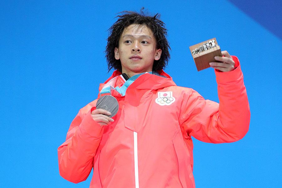 スノーボード男子ハーフパイプで銀メダルを獲得した平野歩夢【写真:Getty Images】