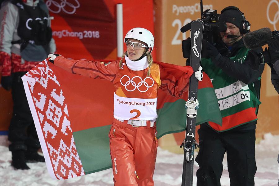 女子エアリアルで金メダルを獲得したベラルーシのハナ・フスコワ【写真:Getty Images】