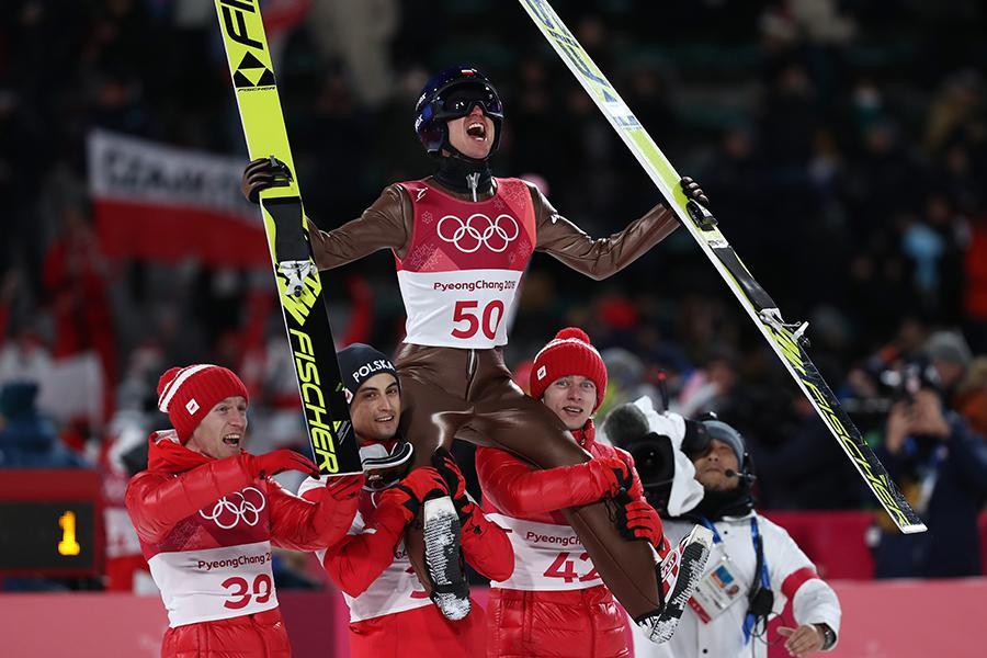 スキージャンプではポーランドのカミル・ストッフが大会連覇を達成した【写真:Getty Images】