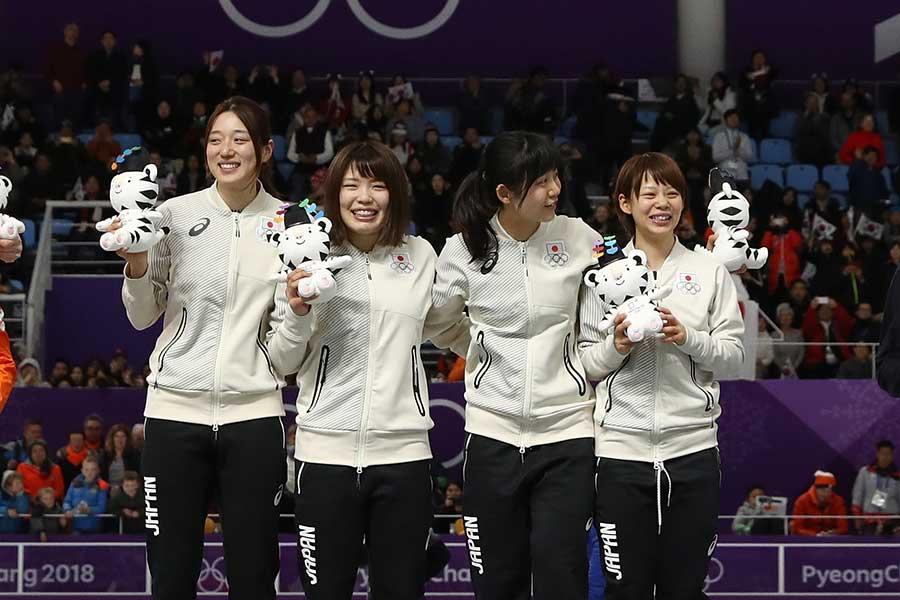 オランダを破り金メダルを獲得した日本女子パシュートチーム【写真:Getty Images】