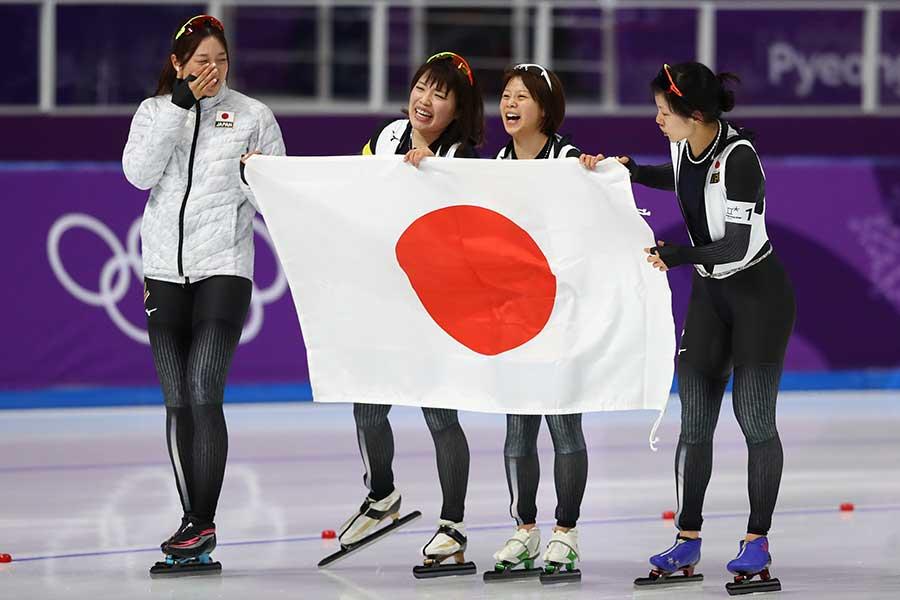 スピードスケート女子チームパシュート(団体追い抜き)は金メダルを獲得【写真:Getty Images】