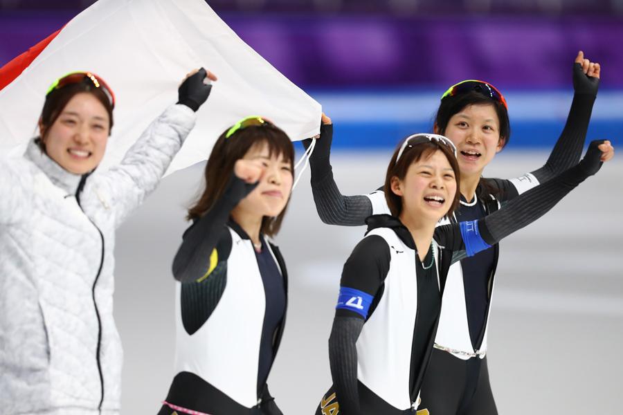 金メダルを獲得した日本女子パシュートチーム【写真:Getty Images】