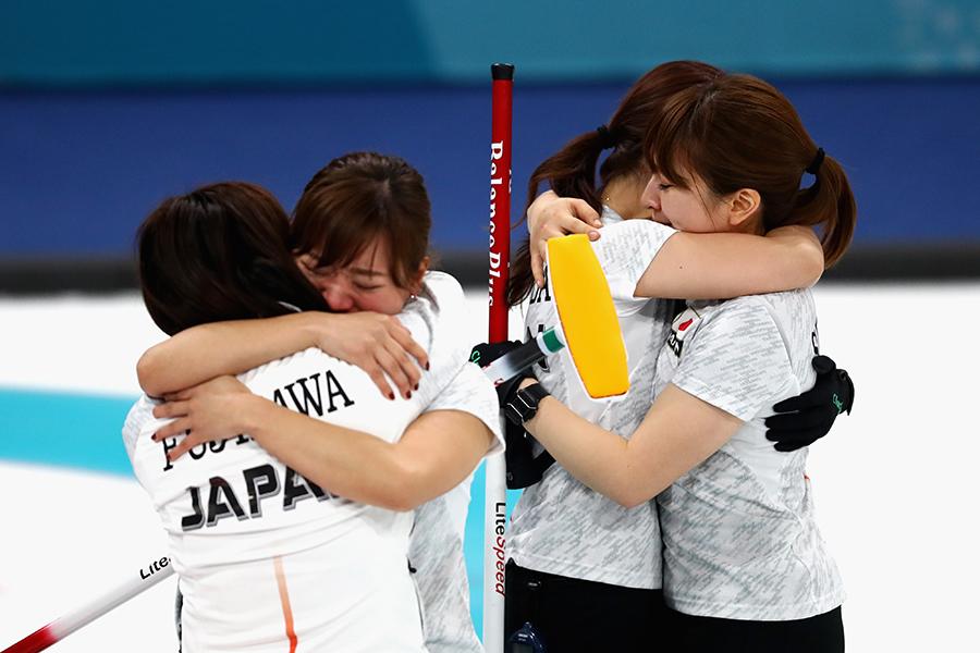 接戦の末、銅メダルを獲得したカーリング女子代表【写真:Getty Images】