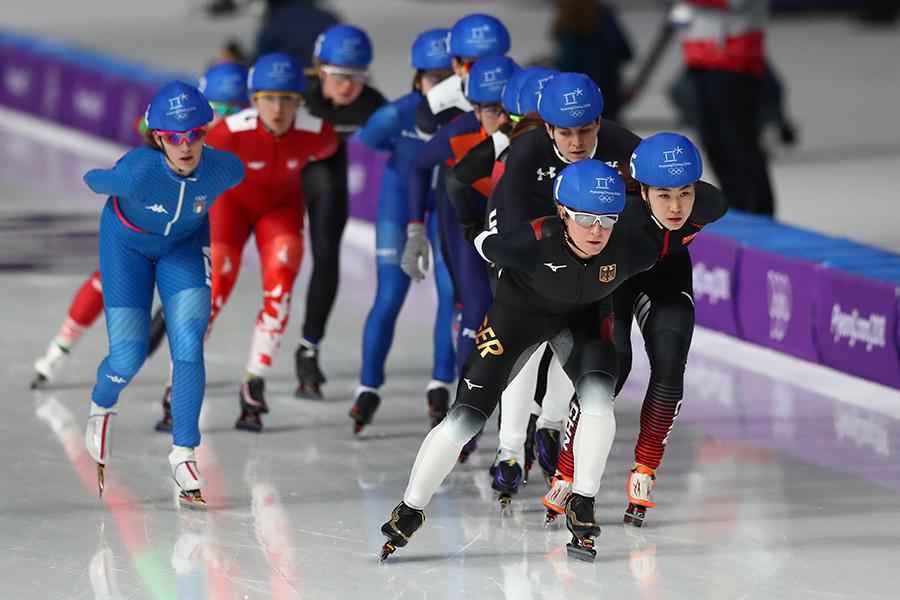 混戦となったスケート女子マススタート準決勝2組目【写真:Getty Images】