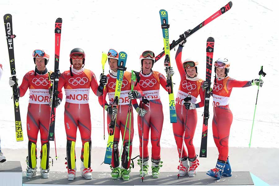 銅メダルを獲得したノルウェーのアルペンスキー混合団体チーム【写真:Getty Images】