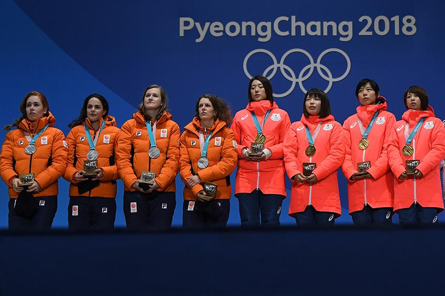 パシュート金メダルの日本、銀メダルのオランダ【写真:Getty Images】