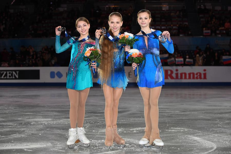 アリョーナ・コストルナヤ、アレキサンドラ・トルソワ、アナスタシア・タラカノワ【写真:Getty Images】