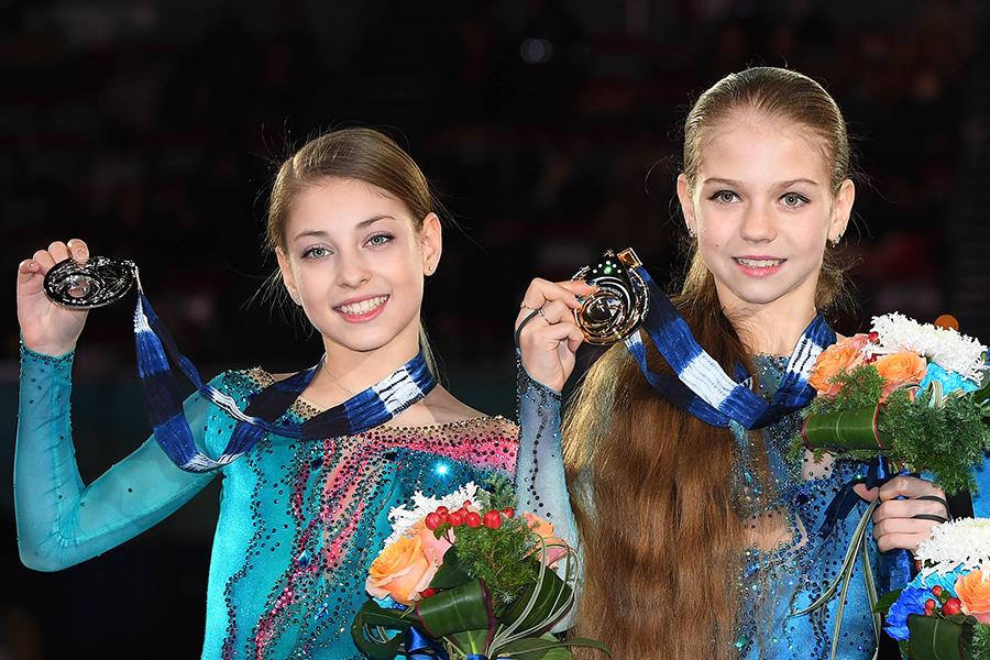 アリョーナ・コストルナヤ、アレキサンドラ・トルソワ【写真:Getty Images】