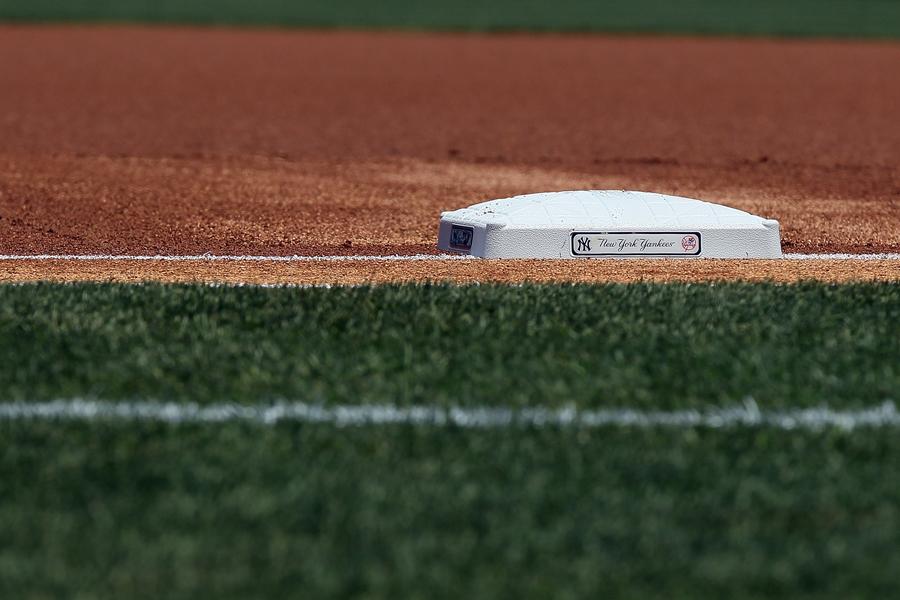 ツインズ捕手によるノールック一塁牽制が話題に【写真:Getty Images】