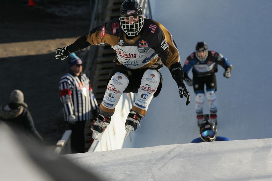 2連続ジャンプを一気に飛び越える海外の強豪選手【写真:山口和幸】