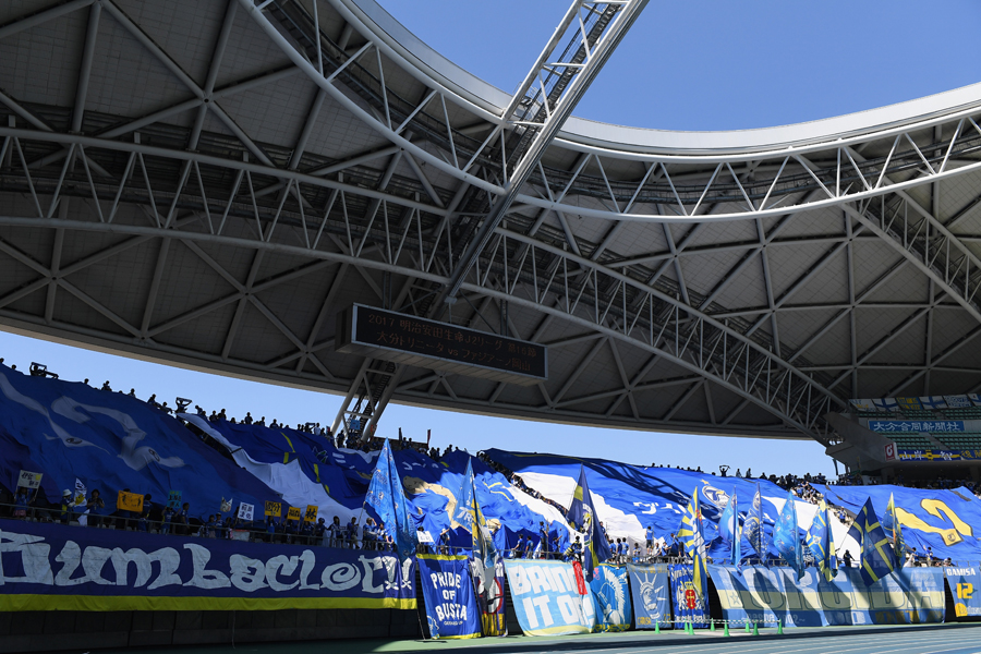 大分の宮阪が自陣からスーパーゴールを奪う【写真:Getty Images】