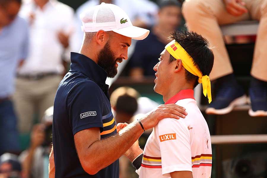 全仏オープン2回戦で対戦した錦織圭とブノワ・ペール【写真:Getty Images】