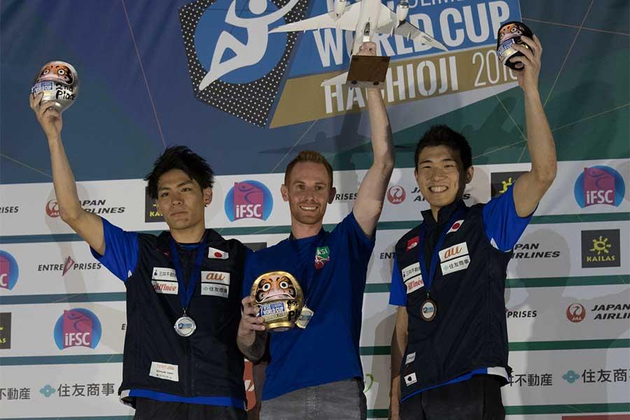 ボルダリングW杯男子で2位に輝いた楢崎智亜(左)と3位に入った杉本怜(右)【写真:奥井隆史】