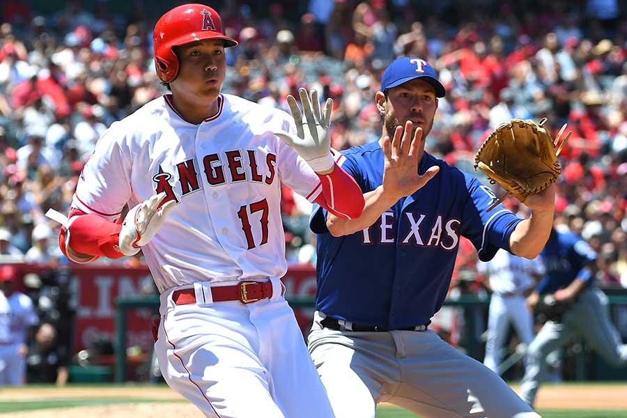 一塁強襲の安打を放ちベースに駆け込んだエンゼルス・大谷翔平【写真:Getty Images】