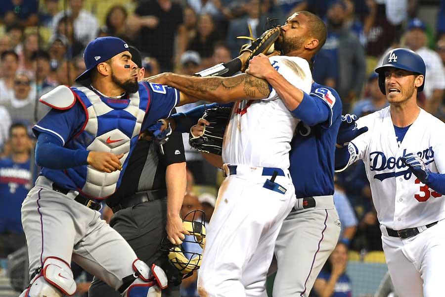 ドジャース-レンジャーズ戦で乱闘騒ぎが発生【写真:Getty Images】