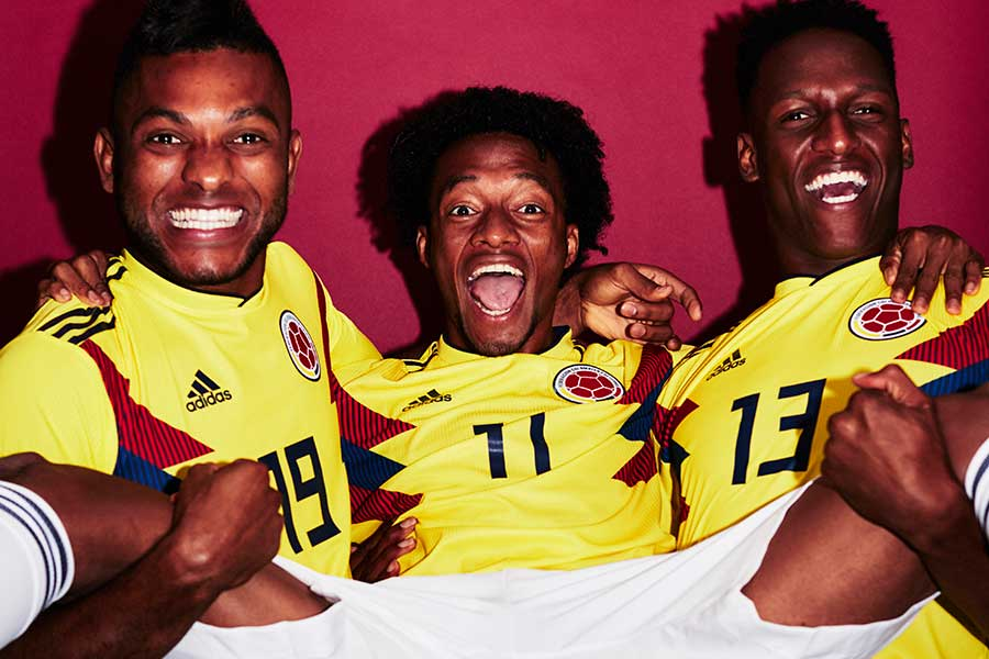 フォトセッションで陽気な一面を見せるコロンビアの選手たち【写真:Getty Images】