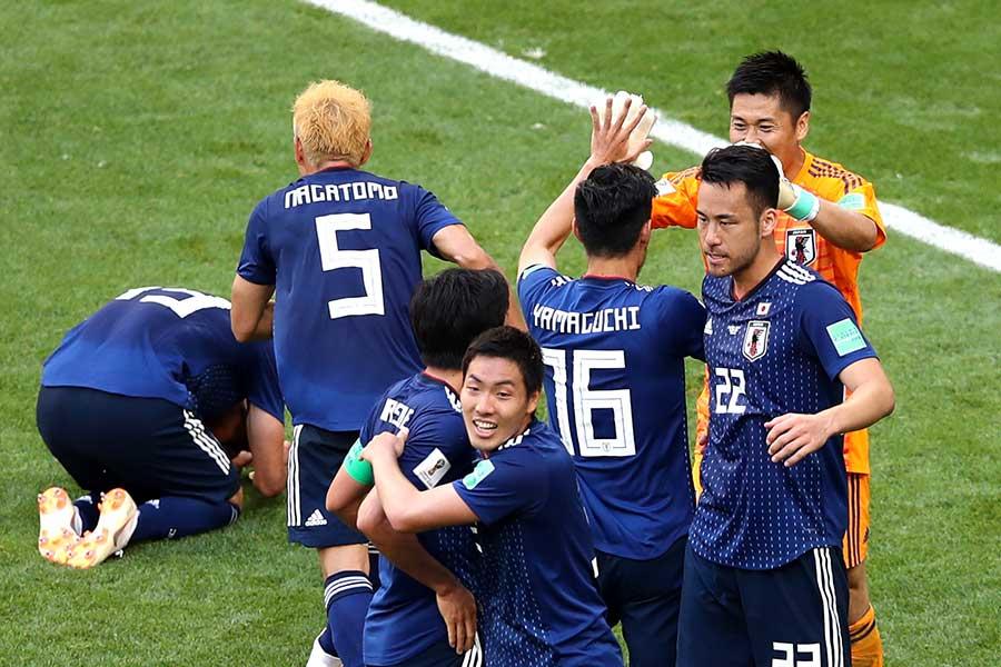 試合後に笑顔を見せる日本代表の選手たち【写真:Getty Images】