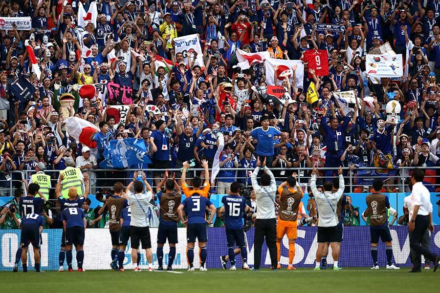 駆け付けたファンの前で歴史的勝ち点3を挙げた日本代表【写真:Getty Images】