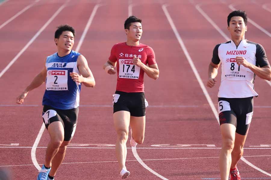 男子200メートル決勝は4位となった桐生祥秀(中央)【写真:奥井隆史】