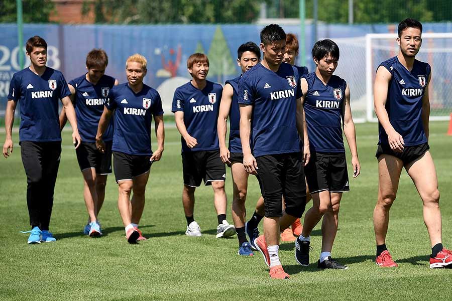 練習を再開したサッカー日本代表【写真:Getty Images】