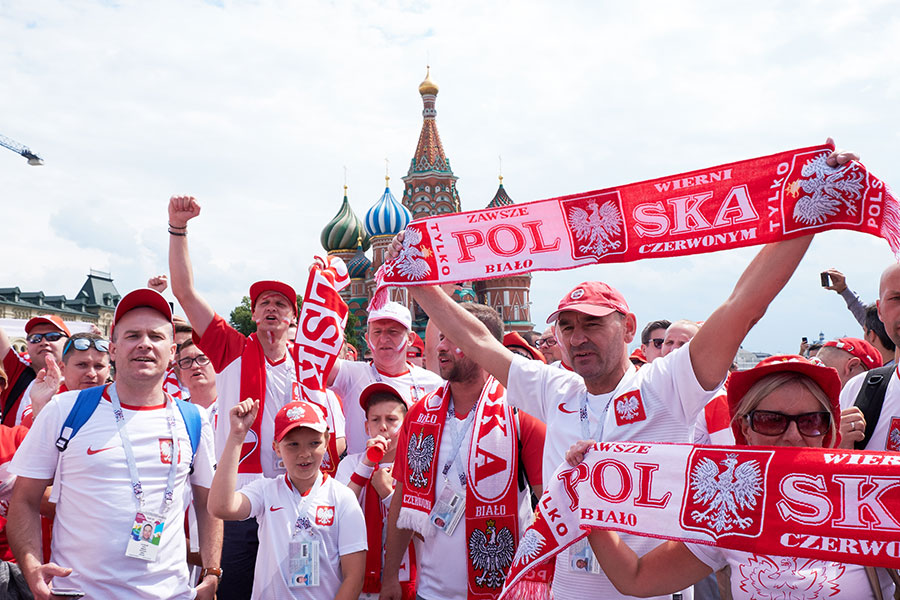 赤の広場で母国を応援するポーランドファン【写真:Getty Images】