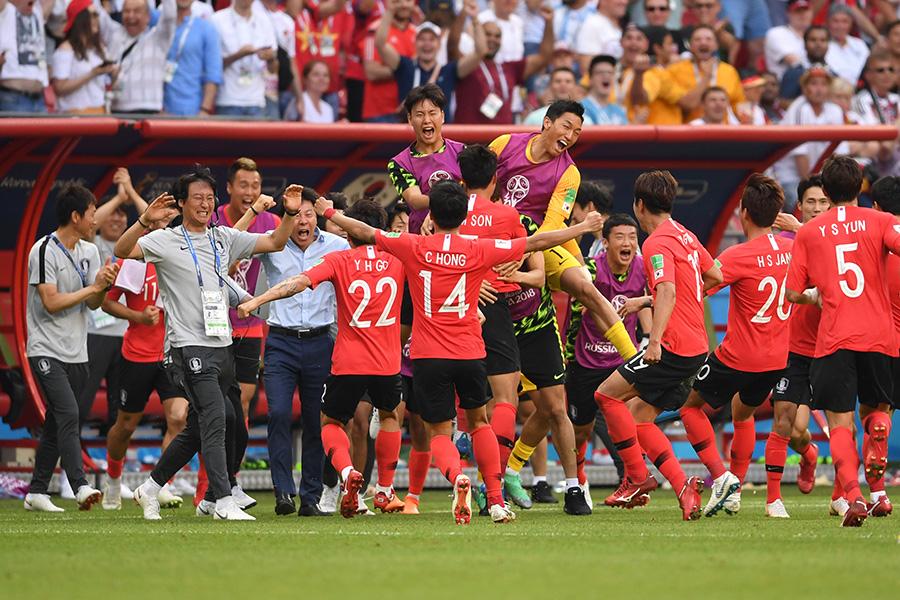 大金星を挙げた韓国代表【写真:Getty Images】