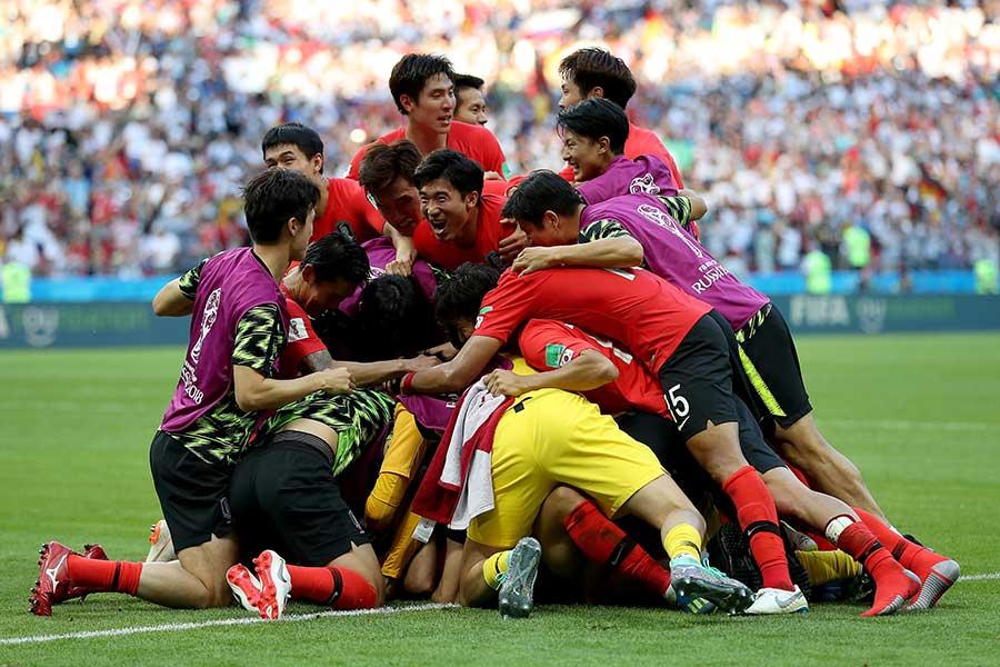 前回大会覇者を相手に奇跡を起こした韓国代表【写真:Getty Images】