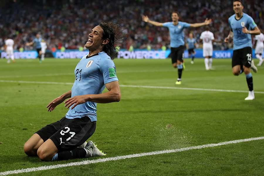 決勝トーナメント1回戦で2ゴールを挙げたカバーニ【写真:Getty Images】