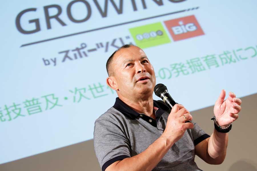 沖縄・名護市内で行われたスポーツ指導者向け講演会で自身の指導哲学を語ったラグビーの前日本代表ヘッドコーチ(HC)で現イングランド代表のエディー・ジョーンズHC【写真:松橋晶子】