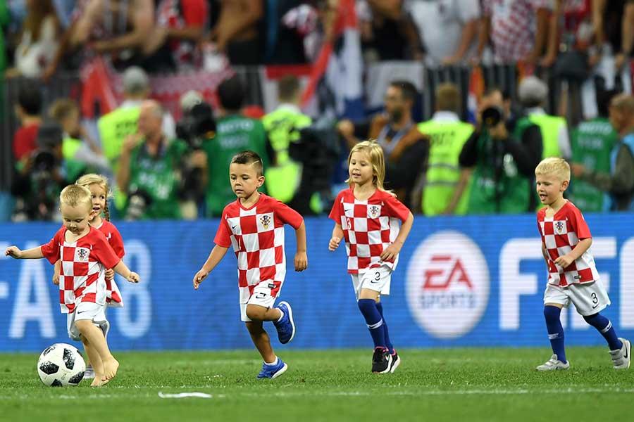 クロアチア代表選手の子供達【写真:Getty Images】