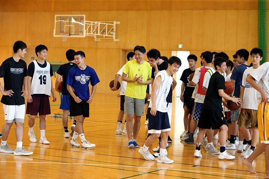 近畿大学付属高校男子バスケットボール部【写真:平野貴也】