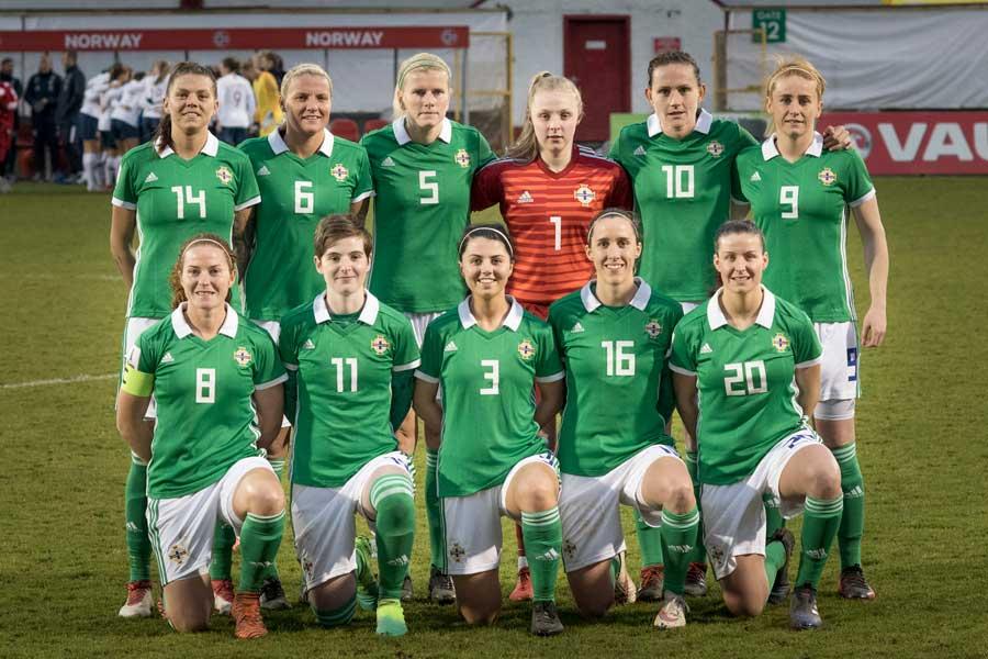 北アイルランド女子代表MFのシンプソン(左上)【写真:Getty Images】