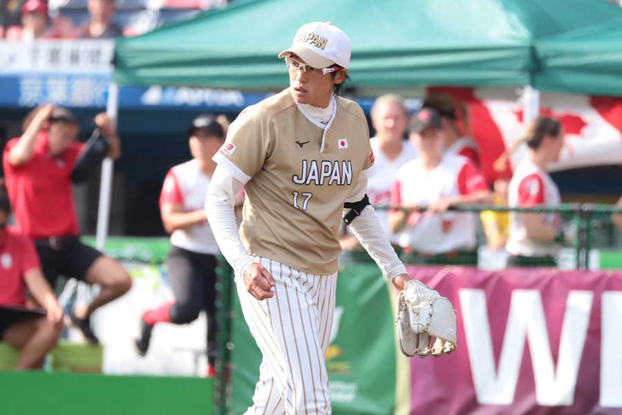 今大会555球を投げ奮闘した上野だが、日本の課題も浮き彫りになった【写真:荒川裕史】