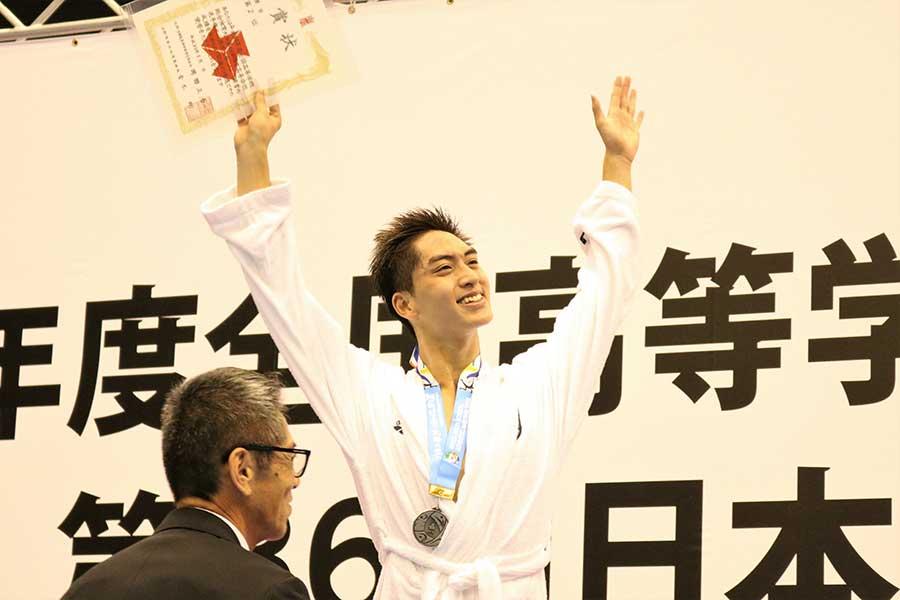 男子200メートル自由形で2位に入った石田虎流(1年=慶応)【写真:編集部】