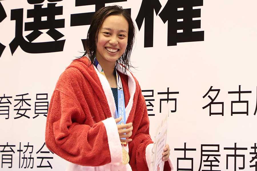 女子100メートル平泳ぎ3連覇を飾った今井月(3年=豊川)【写真:荒川祐史】