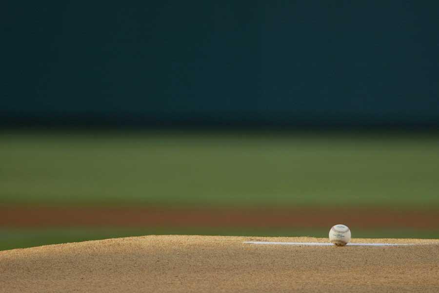 米大リーグの始球式で、シスターが見る者の度肝を抜く見事な投球を披露した【写真:Getty Images】
