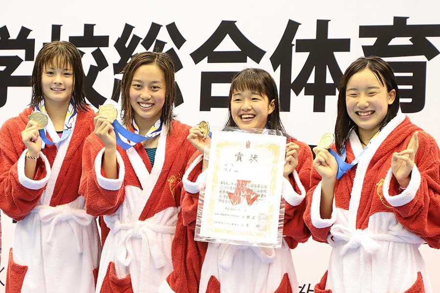 女子400メートルメドレーリレー決勝は豊川(愛知)が4分06秒52で優勝【写真:荒川祐史】