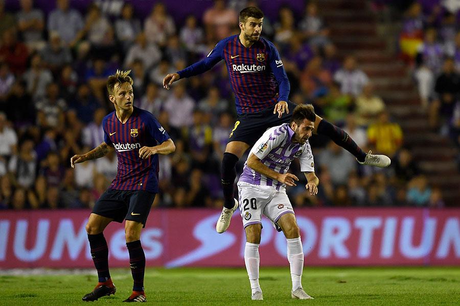 """1-0で勝利したバルセロナだが、ピッチ上では思わぬ""""敵""""に苦しめられた【写真:Getty Images】"""