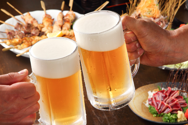 食べ過ぎ、飲み過ぎる問題の対策とは?【写真:photolibrary】