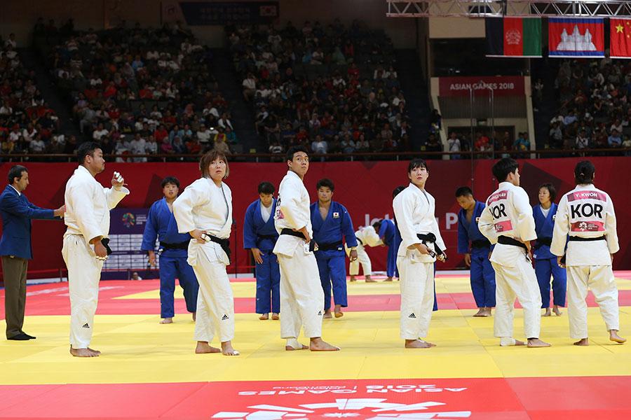 柔道の男女混合団体戦準々決勝で韓国は審判団に抗議する事態に【写真:AP】