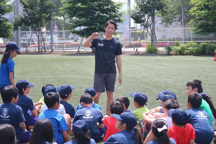 LCA国際小学校ではアテネ五輪1600メートルリレー4位の伊藤友広氏が体育で定期的に指導を行っていく【写真:編集部】
