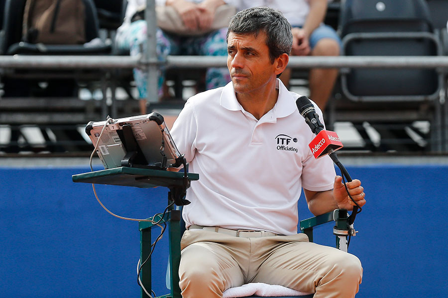 デビス杯準決勝でのカルロス・ラモス主審【写真:Getty Images】